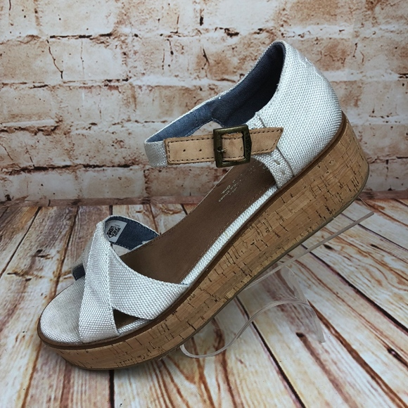 633af8f99930 TOMS Harper Natural Canvas Platform Sandals Shoes.  M 5b3f9d7dbaebf6b07e2e4750